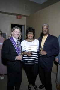 Vice Chargé de Presse J.T. Mayer, Veronica Hall, Charles Hall