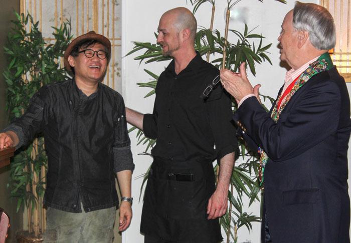 George Elliott thanking Sung Jun Oh