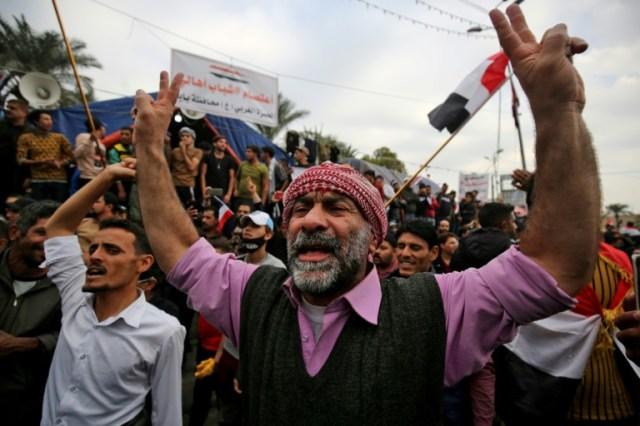 Des Irakiens manifestent contre le gouvernement dans la capitale Bagdad, le 6 décembre 2019 (AFP - AHMAD AL-RUBAYE)