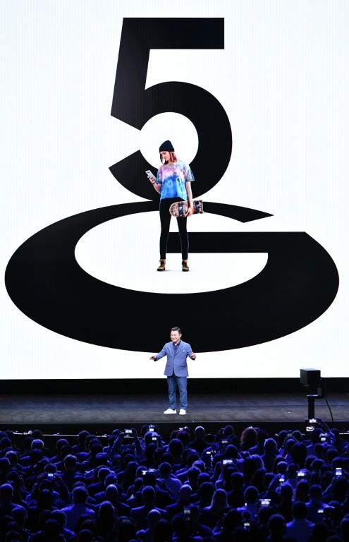 TM Roh, le président de la division Mobile Communications Business, lors de l'événement organisé par Samsung le 11 février 2020 à San Francisco (AFP - Josh Edelson)