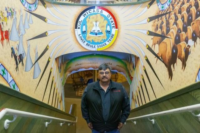 Le chef Boyd Gourneau, le 22 avril 2020 dans la réserve de Lower Brulé (Dakota du Sud) (AFP - Kerem Yucel)