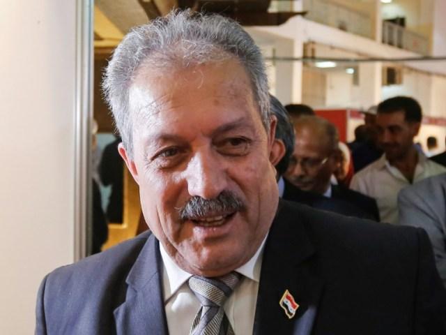 Dans cette photo d'archives, Hussein Arnous, nommé Premier ministre en Syrie, est vu le 2 octobre 2018 participer à une exposition à Damas en tant que ministre de l'Eau (AFP/Archives - LOUAI BESHARA)