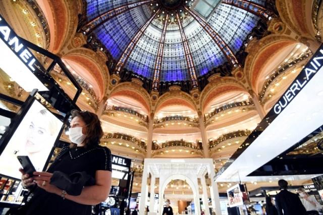 La consommation des ménages français n'est qu'à 3 points de pourcentage de son niveau normal (AFP/Archives - ALAIN JOCARD)