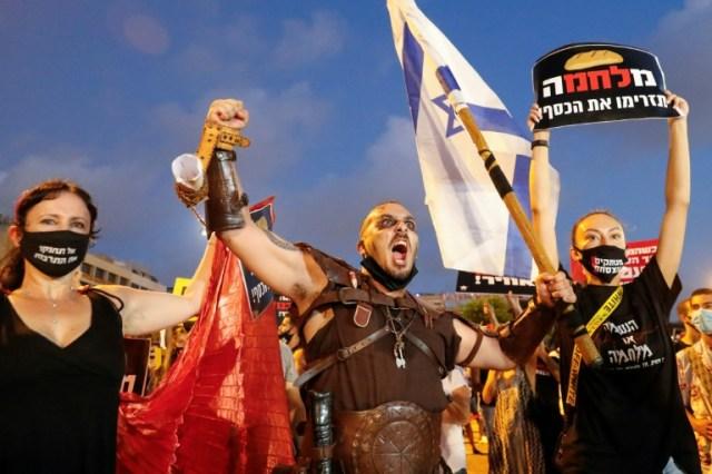Des Israéliens manifestent contre la gestion de la pandémie par leur gouvernement, le 11 juillet 2020 à Tel Aviv (AFP - Jack GUEZ )