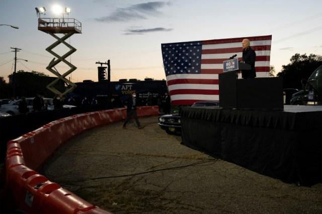 Joe Biden s'exprime devant ses partisans à Detroit (Michigan) le 16 octobre 2020  (AFP - JIM WATSON)