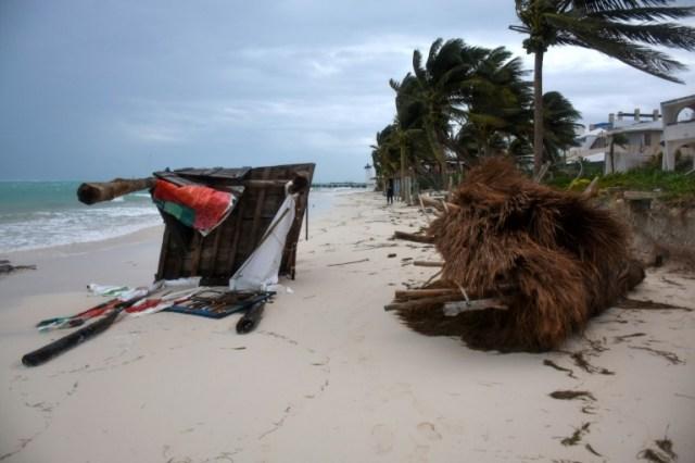 Les dégâts provoqués par le passage de la tempête Zeta, le 27 octobre 2020 à Puerto Morelos, au Mexique (AFP - ELIZABETH RUIZ)