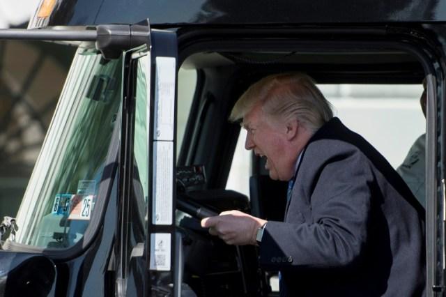 Donald Trump lors d'une réunion de chauffeurs à la Maison Blanche à Washington, le 23 mars 2017 (AFP/Archives - JIM WATSON)