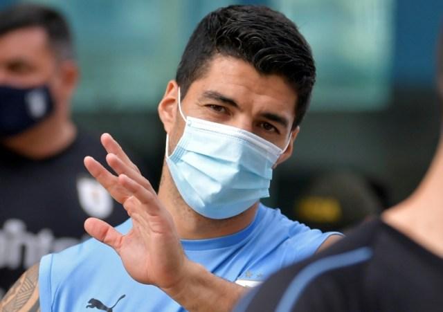 L'attaquant de l'Uruguay, Luis Suarez, a été diagnostiqué positif au Covid-19 et ne pourra pas disputer mardi le match de qualification contre le Brésil pour la coupe du monde 2022, a annoncé lundi la Fédération uruguayenne. (AFP/Archives - Raul ARBOLEDA)