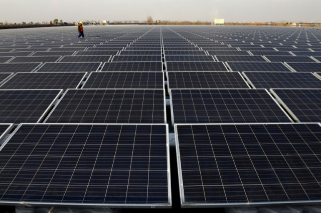 Des panneaux solaires à Huainan, en décembre 2017 en Chine (AFP/Archives - -)