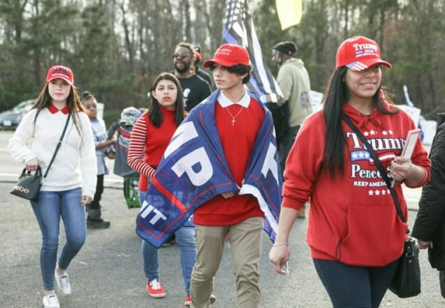 Des partisans de Donald Trump arrivent à un meeting de campagne à Dalton, en Géorgie, le 4 janvier 2020 (AFP - SANDY HUFFAKER)