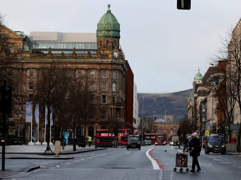 Londres et l'UE doivent trouver une solution au protocole nord-irlandais, dit Johnson à Macron