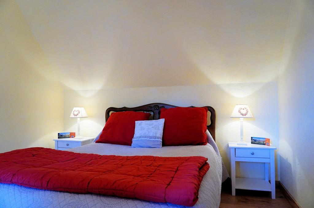 chambre d 39 hote cantal auvergne. Black Bedroom Furniture Sets. Home Design Ideas