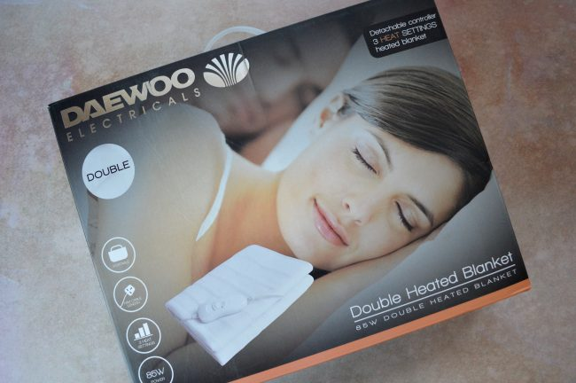 Have a toasty warm bed, with a Daewoo 85w electric blanket
