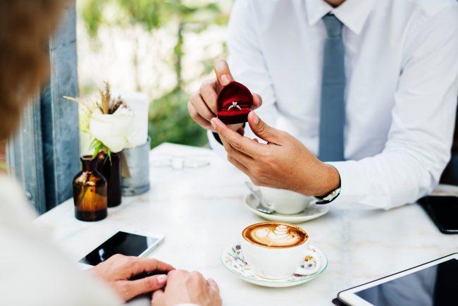 Engagement Ring Shopping Mistakes That Men Make