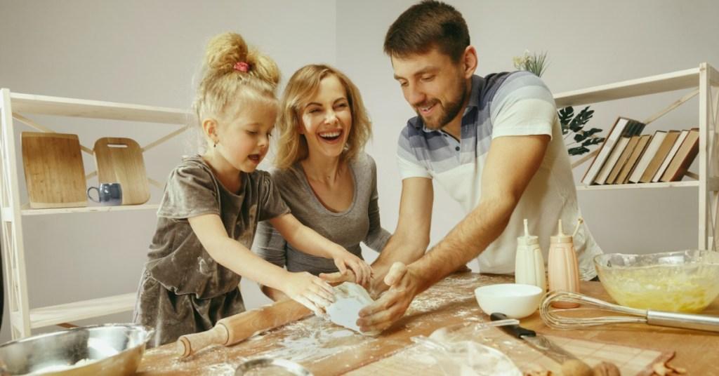 8 λόγοι για να συμπεριλάβετε τα παιδιά στην κουζίνα!
