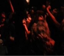 VIDEO: Rapero recibe sexo oral en pleno concierto