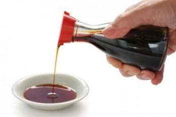 En coma por beber salsa de soya