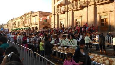 repartición de rosca de reyes en Morelia