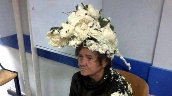 doñita usa material industrial en el cabello