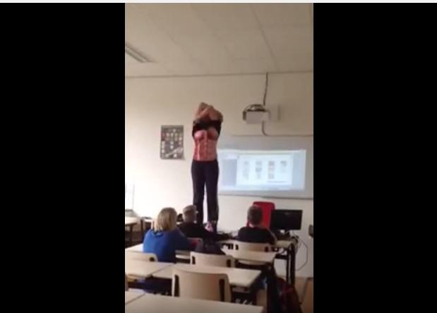 Profesora se quita la ropa para explicar anatomía del cuerpo humano