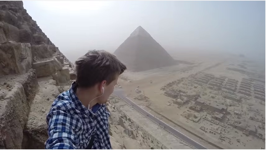 #VideoViral Se Vuelve Famoso Tras Escalar Ilegalmente La Gran Pirámide De Guiza