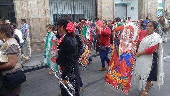 mariachis-marcha