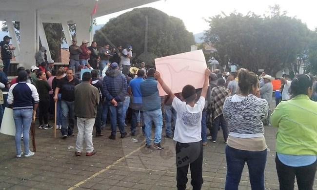 desalojar instalación municipal Nahuatzen acuerdo Michoacán a
