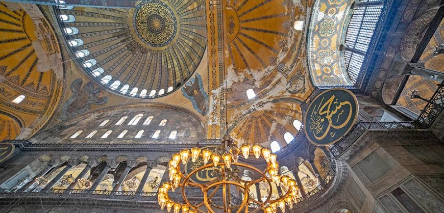 """Hagia Sophia: """"The frescoes will be covered with special technology & lighting"""" says Hurriyet"""