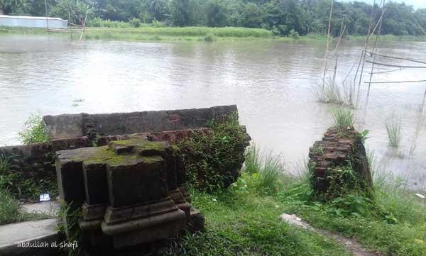 ইছামতি নদীর তীড়ে ধ্বংসপ্রায় ঘাট