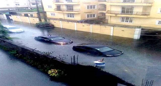 Lagosians Lament As Flood Hits Lekki, Victoria Island