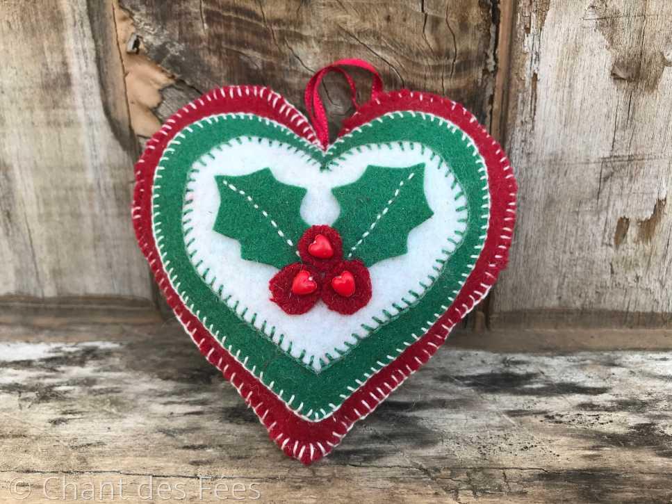 Jour 13 : coudre un coeur en feutrine avec un motif végétal