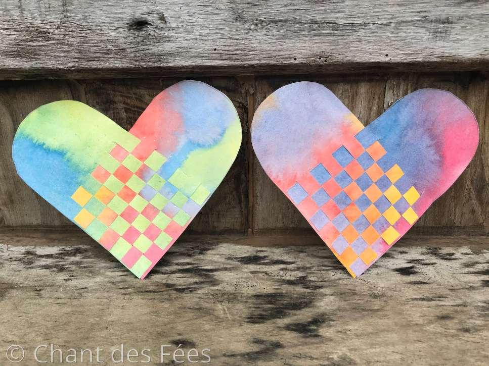 Jour 7 : Créer un coeur tressé sur papier peint à l\'aquarelle
