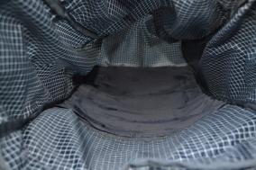 Das Rückenpolster verschwindet in einer Art Tasche im Rucksack.