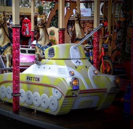 Was hat ein Panzer eigentlich auf einem Karussell zu suchen?!