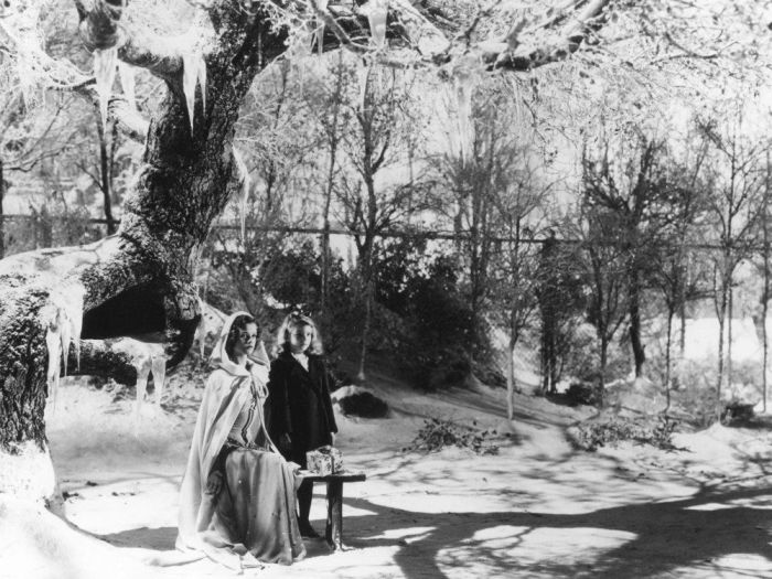 curse-of-the-cat-people-1944-001-women-snow-tree-00n-7ux