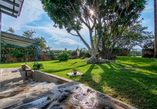 Home For Sale in Vista del Lago