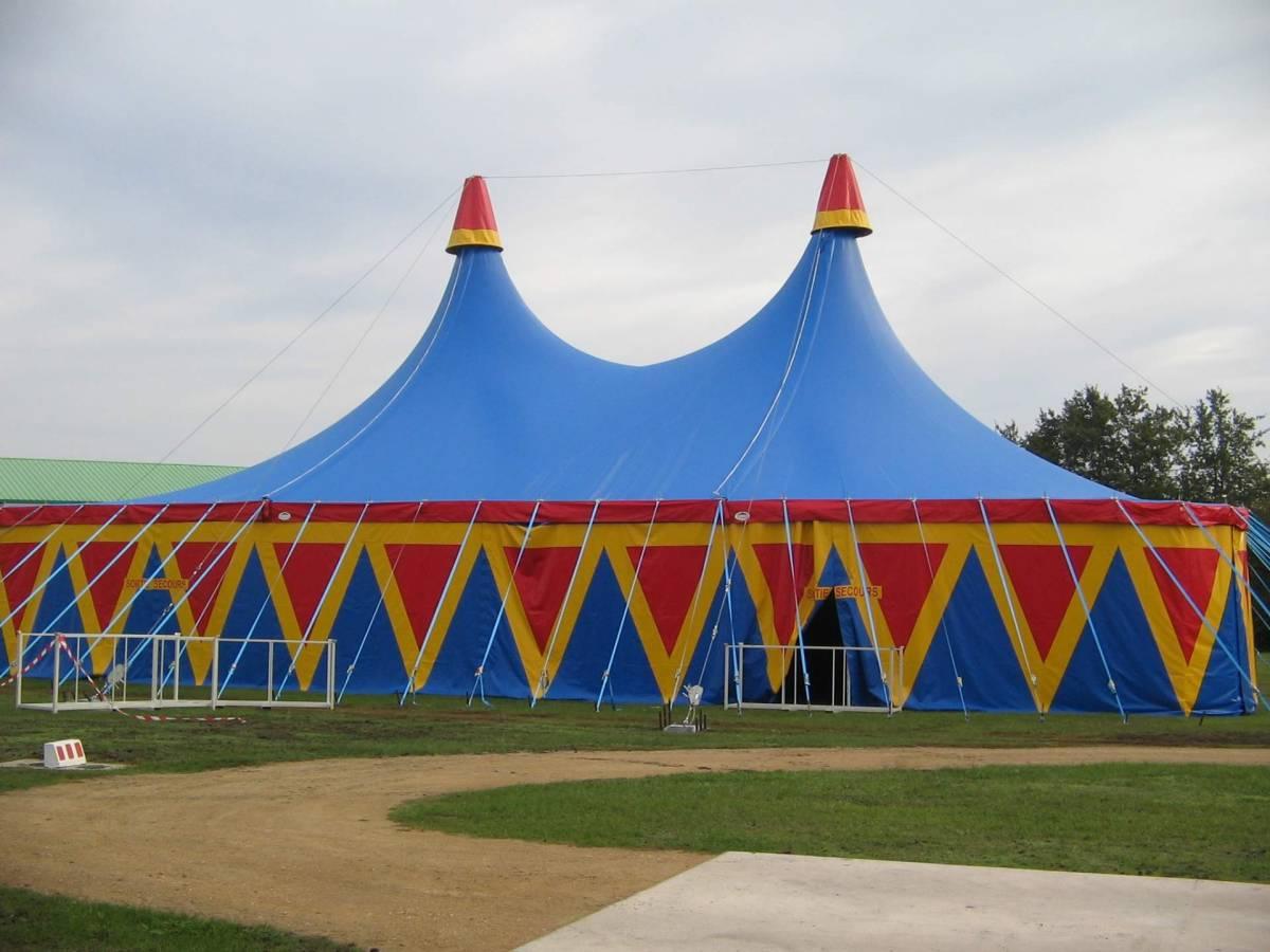 location de chapiteaux de cirques et materiel de spectacle