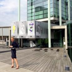Anita Willemars in front of Tijdelijk Modemuseum Fashion Museum