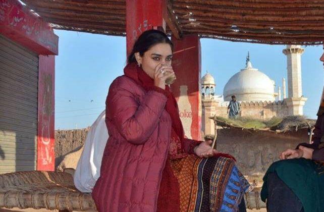 7 1 e1542717795534 - Karachi, Dhaabay aur Aurtein: Girls at Dhabas