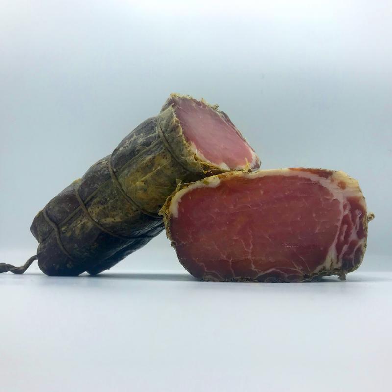Lonzino al VinSanto. Een Italiaanse delicatesse. Ambachtelijke gedroogde lende van Cinta Senese varken.