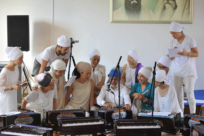 Chinese students learning Gurbani Kirtan