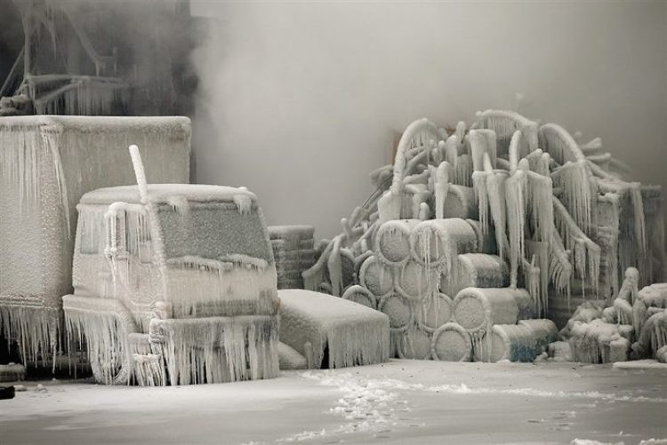 Firefighters extinguished warehouses in Chicago in freezing temperatures, causing all around turned into ice sculptures.