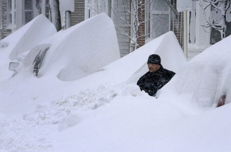 "Snow Storm ""Nemo"" hit the U.S., poured a record high snowdrifts."