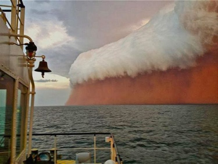 The ship's captain in Australia took unusual cloud over the ocean.