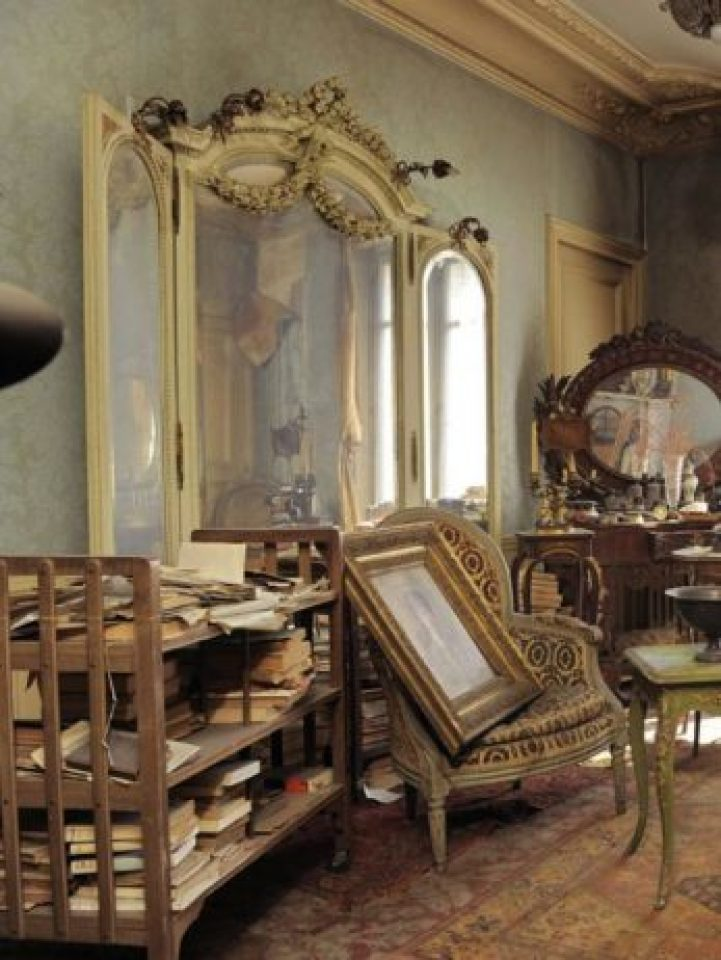 Time Capsule Apartment Untouched for 70 Years 1