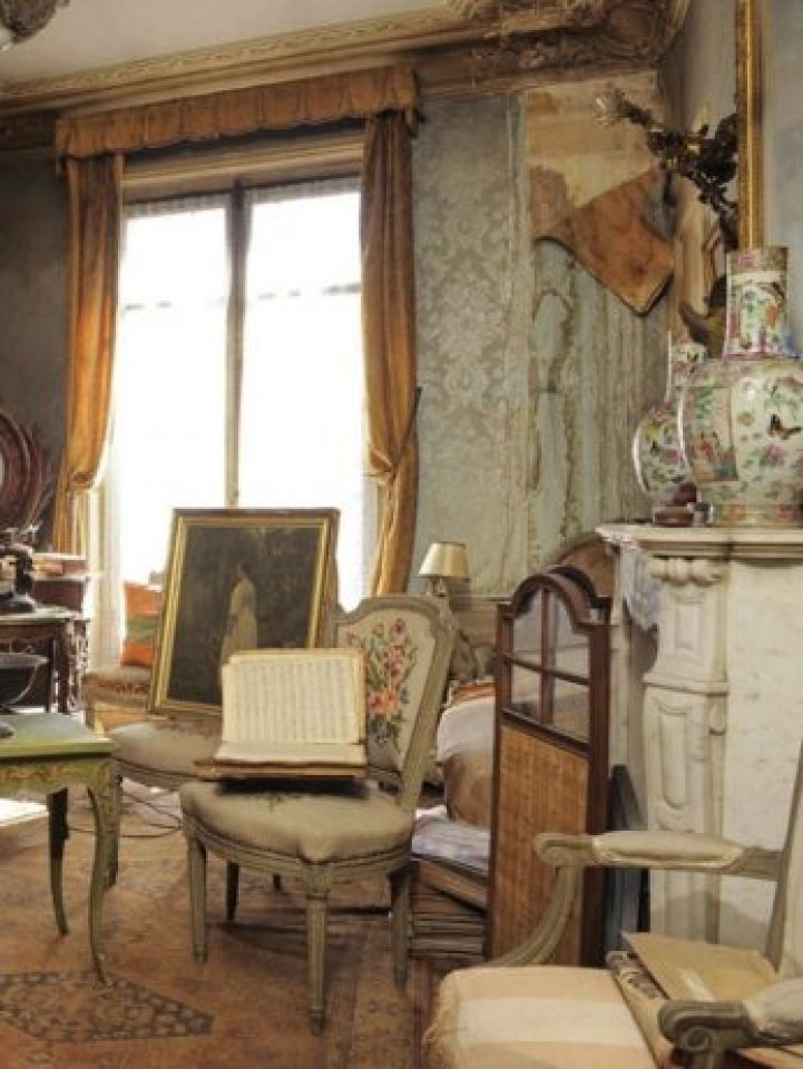 Time Capsule Apartment Untouched for 70 Years 2