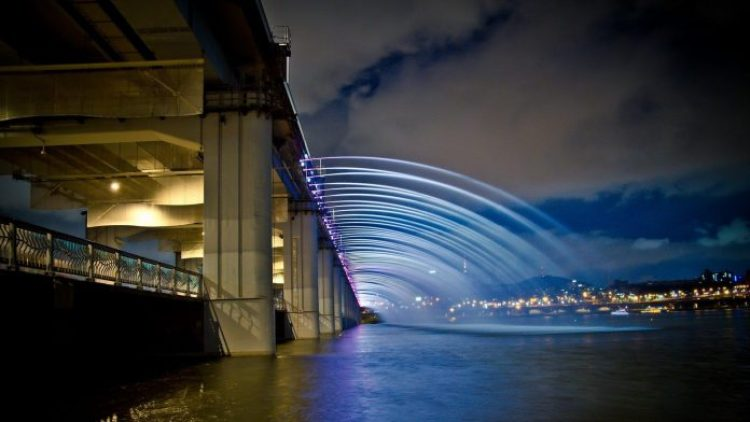 Charismatic Planet Moonlight Rainbow Bridge In Seoul Korea5