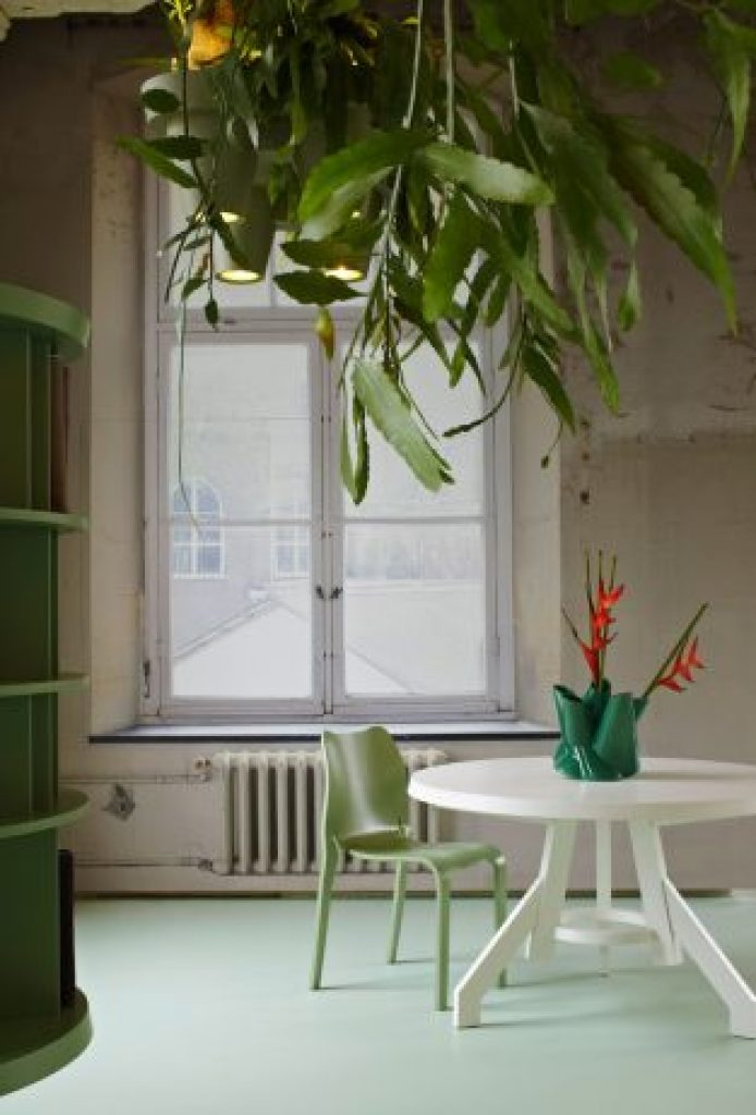 Unique Space-Saving Light Design with Potted Plants4