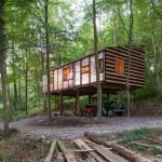 Architects Enlist Friends to Support Build Secluded Studio in the Forest