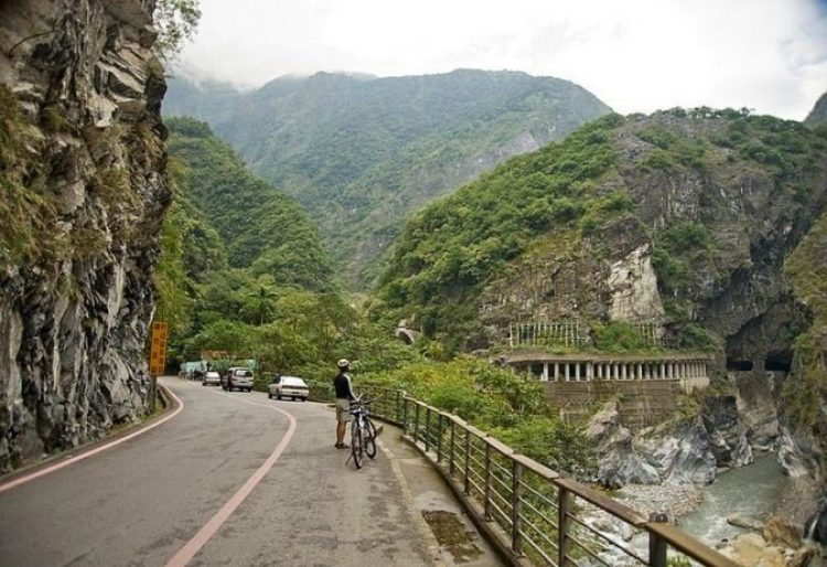 The gorge terminates at a small village of Tiansiang where there is a lovely pagoda and a temple.